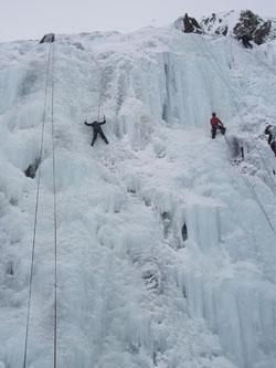 durante un curso de escalada en hielo