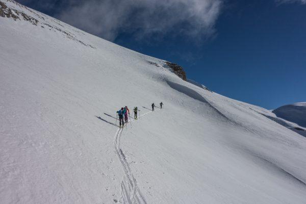 ascensión a cotiella con esquís de travesía