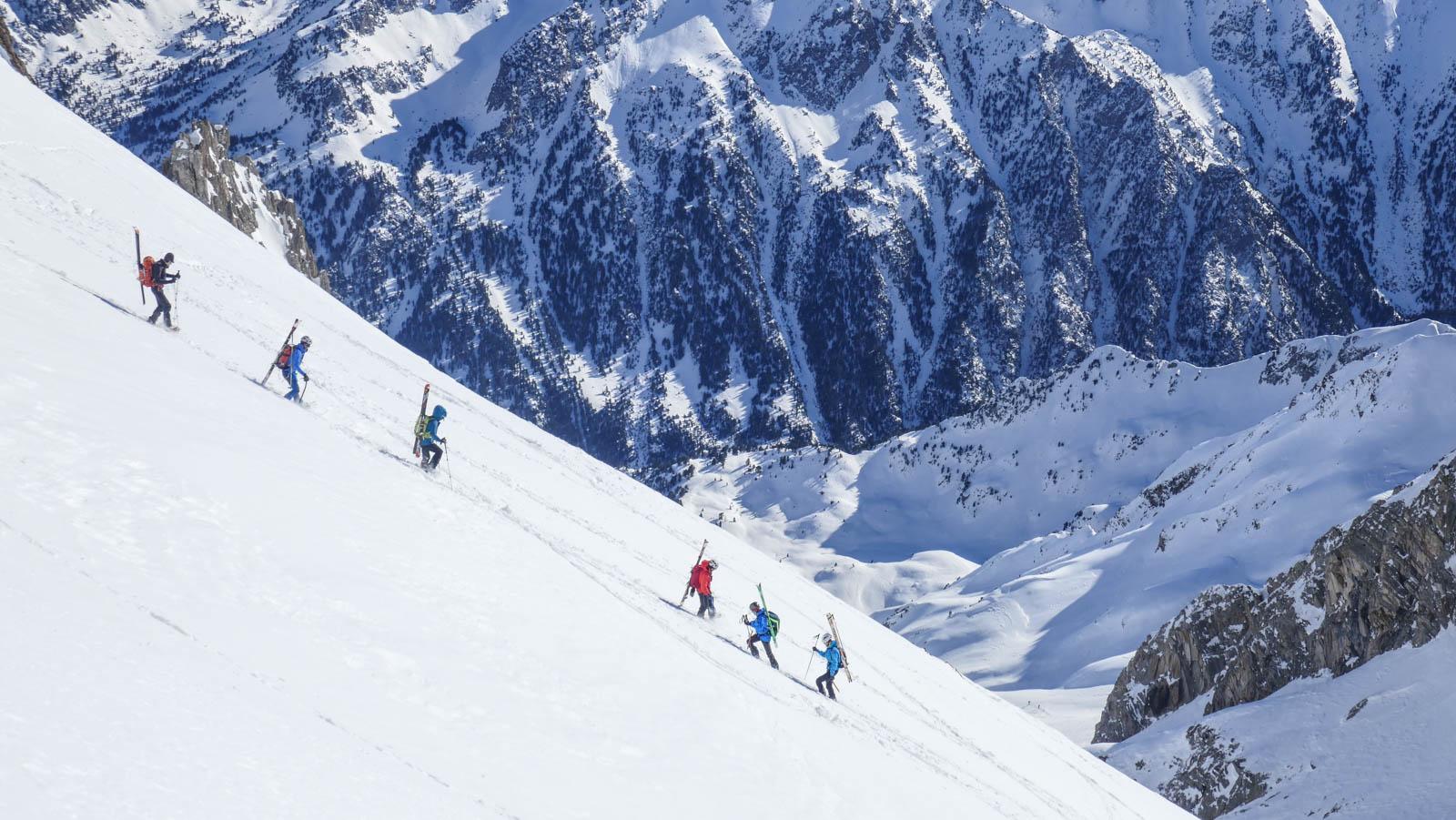 Ascensión al Garmo Negro con esquí de travesía