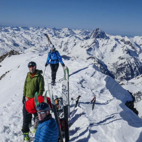 Garmo Negro con esquí de montaña